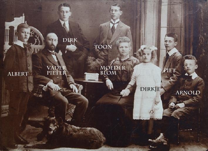 1e familie foto kinderen Anna en Pieter Blom sr met namen