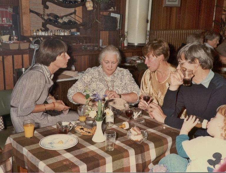 50 jarig huwelijksfeest Dirkje en Carel, 15 sept 1984 Anneke Zijderveld Bep Martine Jan Blom