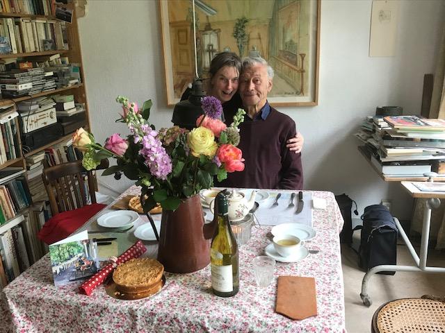 Lieve familie, Theo en ik wensen jullie een hele mooie en gezellige Blommendag op a.s.zondag 19 mei. De bloemen taarten en wijn staan daar omdat ik op dat moment net met pensioen ben gegaan. Vorige week heb ik voor het laatst gewerkt en na 43 jaar en 9 maanden zit het er op. Lieve groet van Theo en Dionys